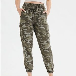 American Eagle High Waisted Cargo Jogger Pant